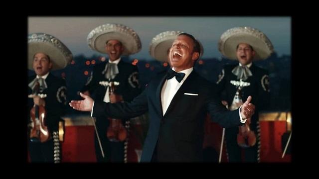 El cantante mexicano vuelve después de dos años de encierro con un  videoclip de su nuevo sencillo   La fiesta del Mariachi  39d42b79997